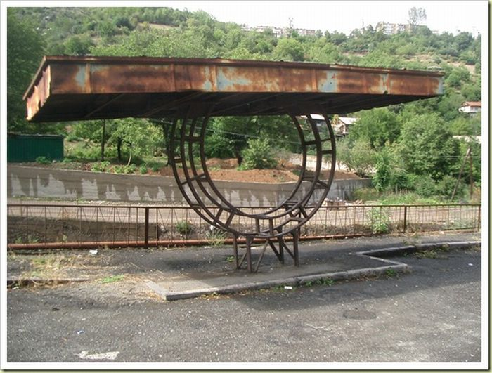 Cool Bus-Stops Around the World (18 pics)