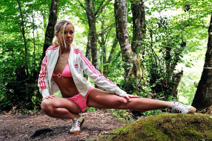 Cute Girls And Nature (22 pics)