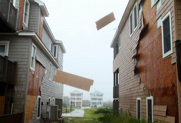 Powerful Hurricane Irene (50 pics)