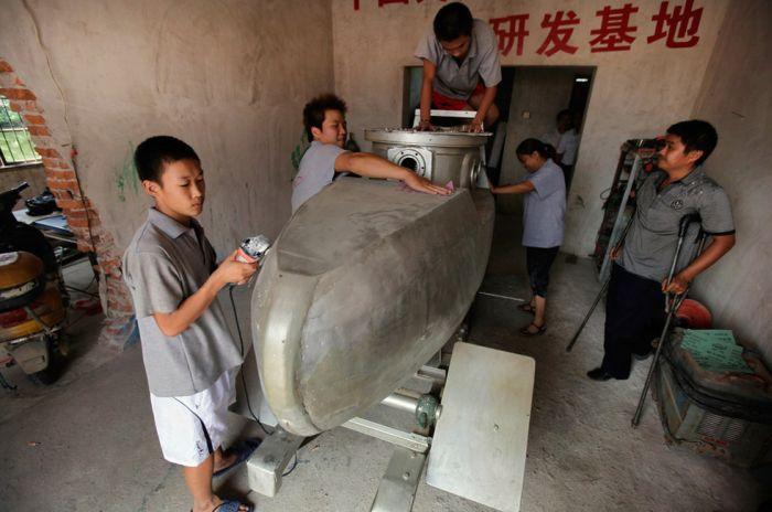Handmade Chinese Submarine (6 pics)