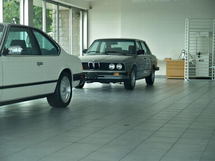 Abandoned BMW Dealership in Canada (20 pics)