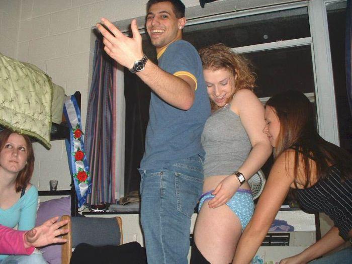 Drunk Girls Getting Pantsed (70 pics)