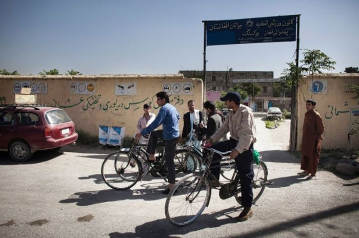 Driving School in Kabul, Afghanistan (24 pics)