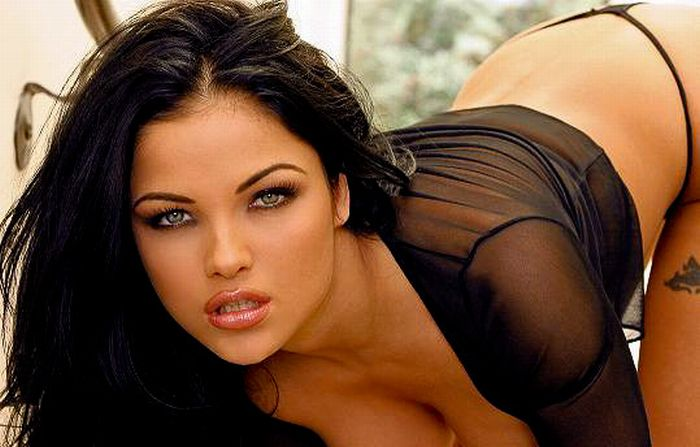 Blue-Eyed Black-Haired Girls (48 pics)