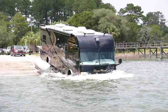 Incredible Luxurious Amphibious Bus (5 pics)