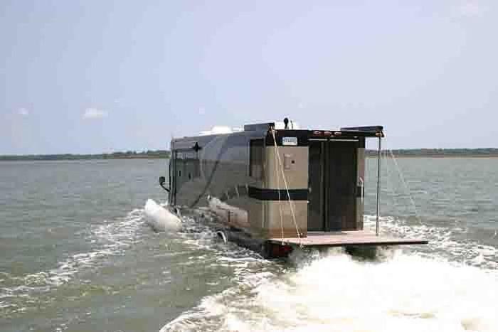 Incredible Luxurious Amphibious Bus (5 pics)