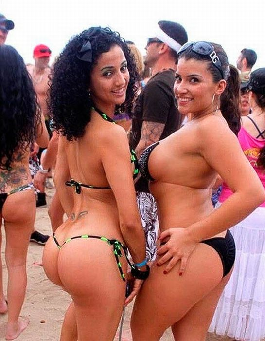 Sexy Pool Party Girls (102 pics)