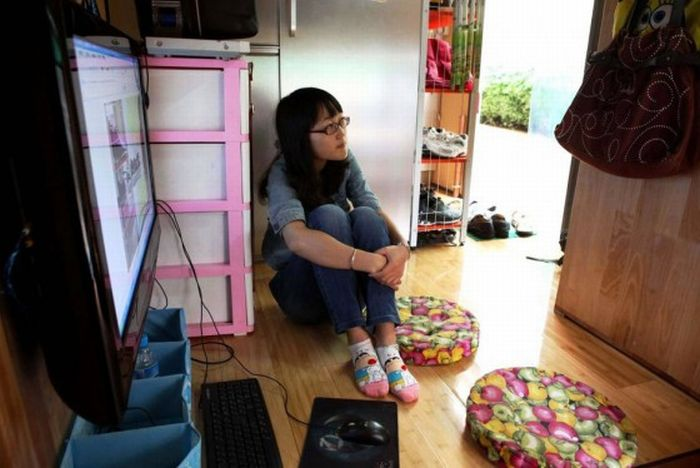 Chinese Family Converts Truck Into 8.5sqm Personal Home (9 pics)