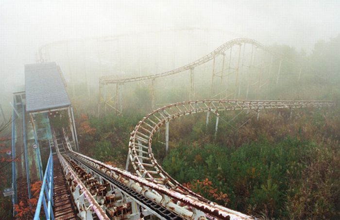 Abandoned Roller Coaster (25 pics)