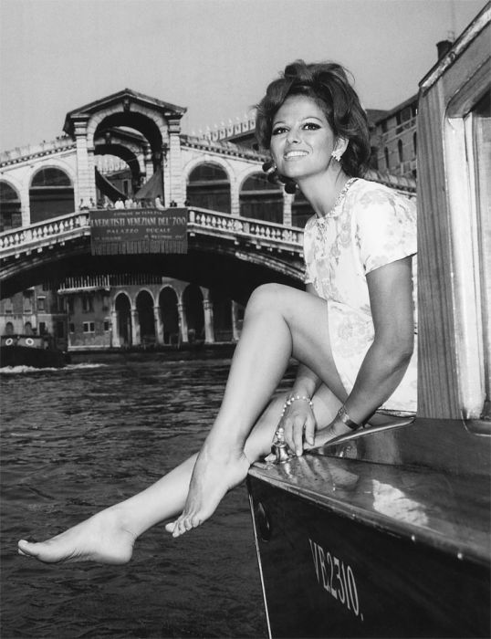 Retro Glamour: Celebrities in Venice (16 pics)