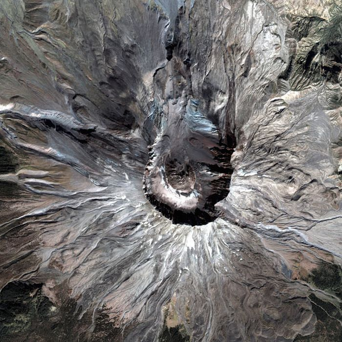 Amazing Volcano Photos From Space (32 pics)
