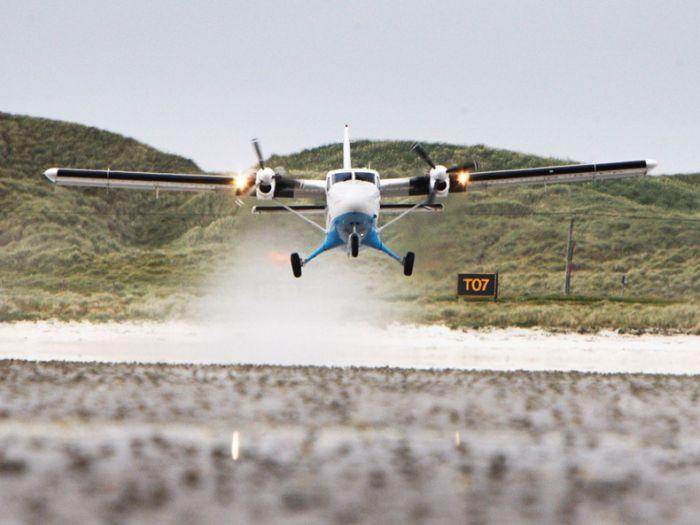 The World's Dangerous Barra Beach Airport (16 pics)
