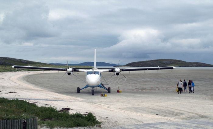 The World's Dangerous Barra Beach Airport (16 pics)