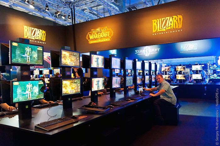 Gamescom 2011 Trade Fair in Germany (54 pics)