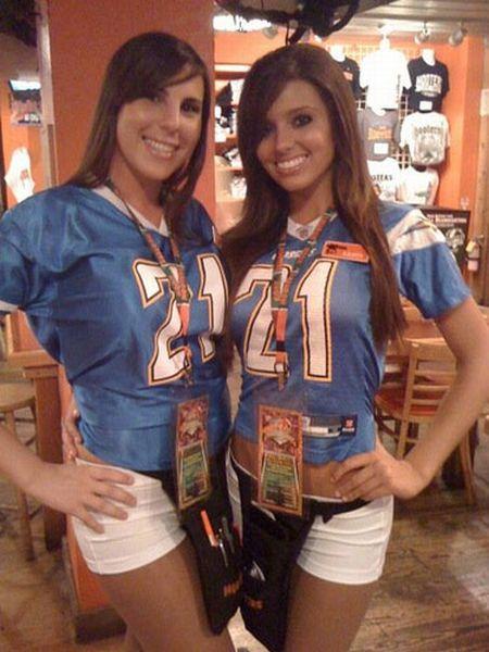 Sexy Girls Wearing NFL Jerseys (29 pics)