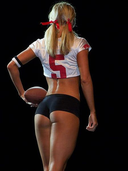 Sexy Girls Wearing NFL Jerseys (29 pics)
