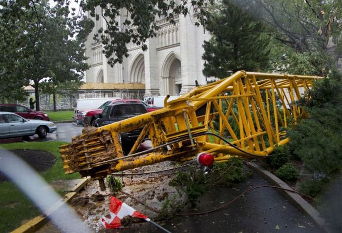 Construction Crane Collapses and Damages Washington Cathedral (10 pics)