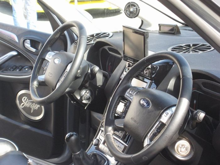 Strange Car Interior Tuning (4 pics)