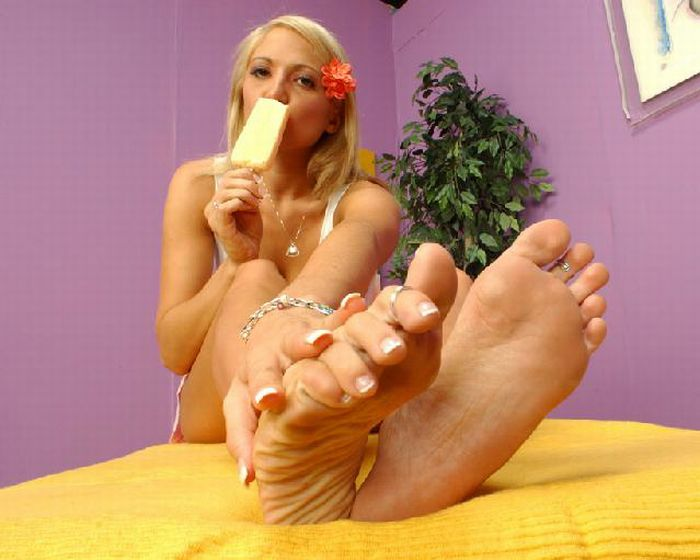 Sexy Girls and Ice Cream Sticks (49 pics)