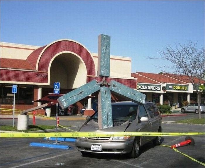 Epic Parking Fail (2 pics)