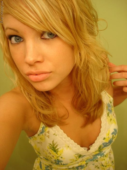 Attractive and Naughty Girls From Social Networks (126 pics)