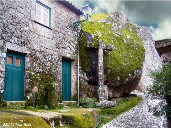 Awesome Portugal Village Monsanto Built Among Rocks (11 pics)