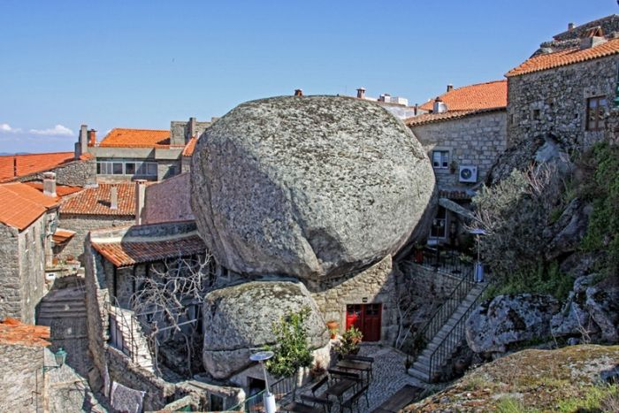 Awesome Portugal Village Monsanto Built Among Rocks (11 pics)