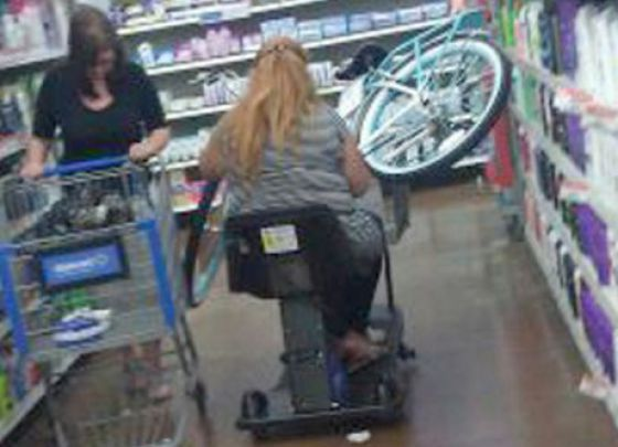 Humorous Girls Fails and Stupidity (42 pics)