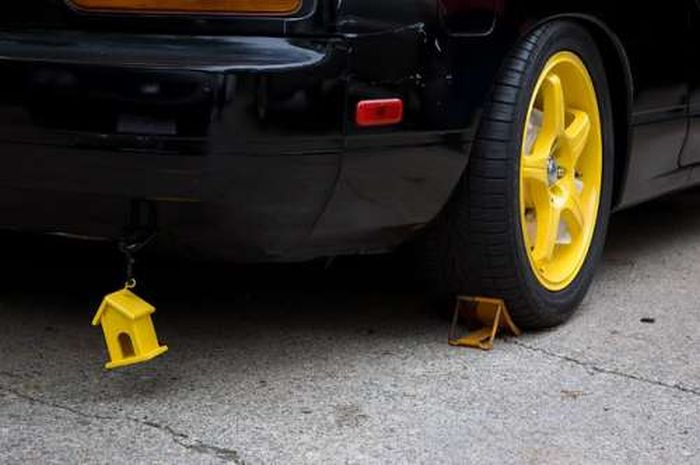 Ridiculous Car Stuff and Accessories (31 pics)