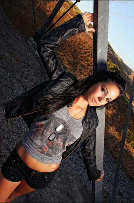 Sexy Girls and Beautiful Nature (25 pics)