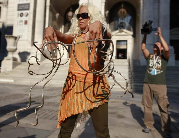 Impressive World's Longest Fingernails (10 pics)