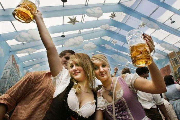 Girls of Oktoberfest 2011 (75 pics)