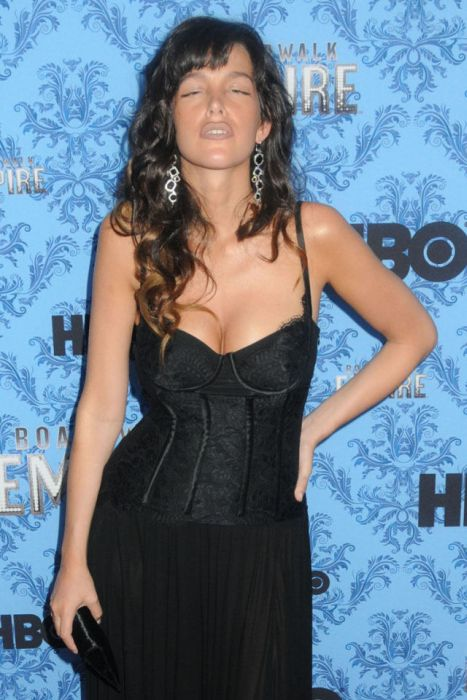 Paz de la Huerta Posed Drunk at The Premier of Boardwalk Empire (9 pics)