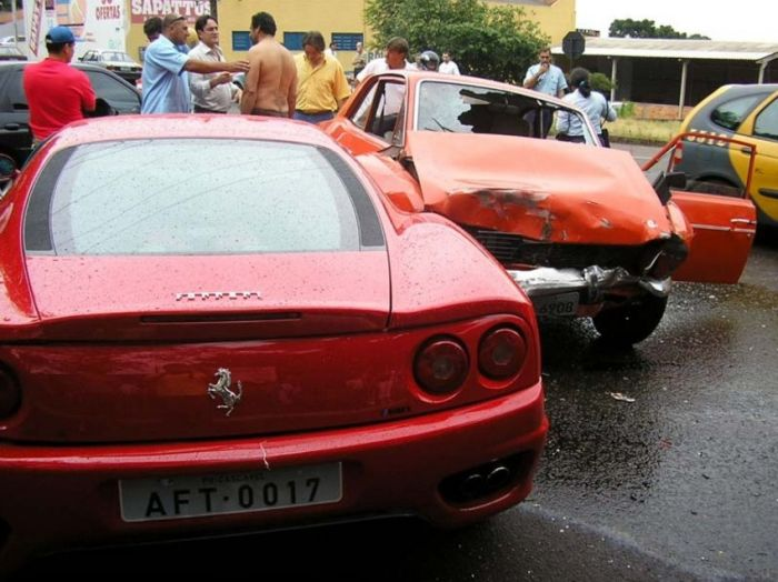 Epic Ferrari With The Empty Tank Crash (6 pics)
