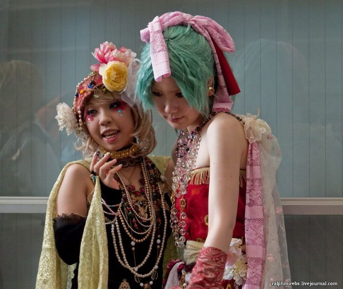 Awesome Cosplay of TGS 2011 (60 pics)