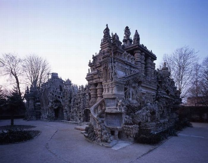 French Dude Spent 33 Years to Build Awesome Palace (25 pics)
