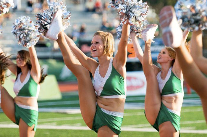 high_kicking_cheerleaders_05.jpg