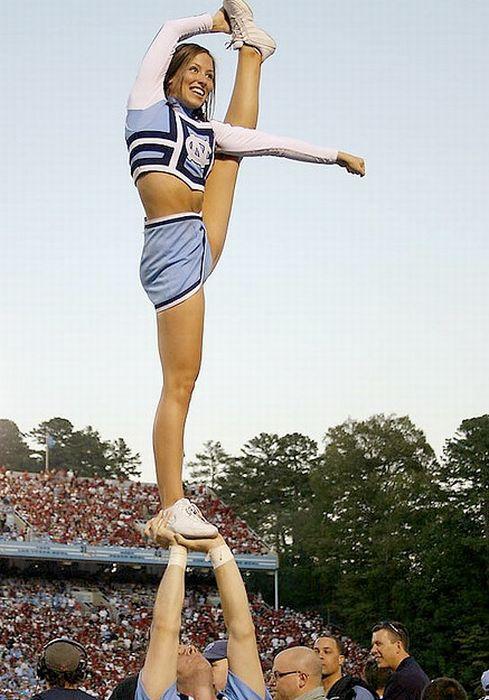Sexy Cheerleaders High Kicking 51 Pics-5586