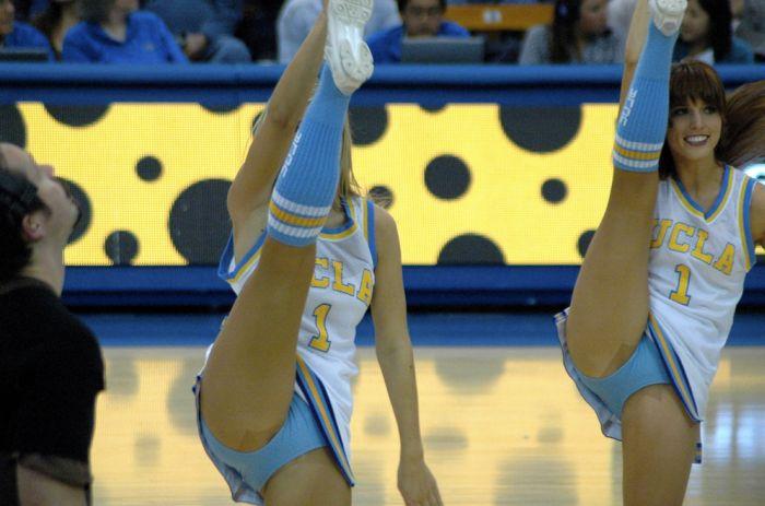 Sexy Cheerleaders High Kicking (51 pics)