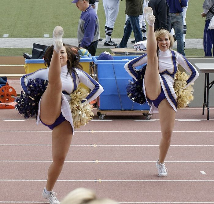 Sexy Cheerleaders High Kicking (51 pics)