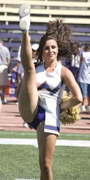 high_kicking_cheerleaders_45.jpg