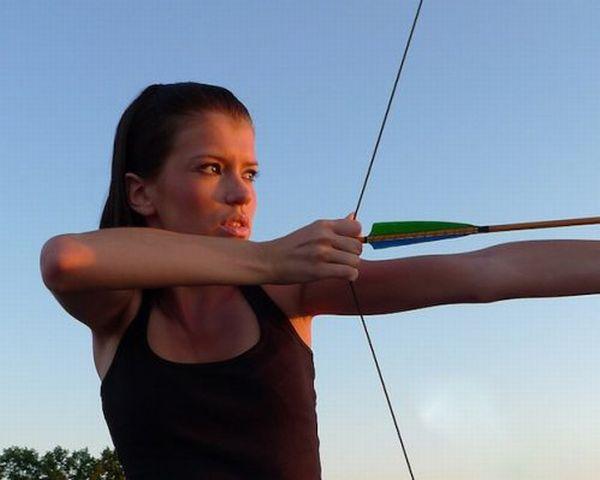 Sexy Female Archers (22 pics)