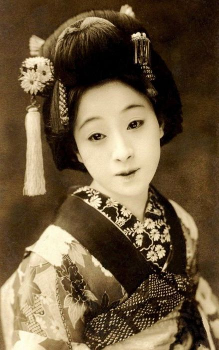 Vintage Photos of Japanese Geisha (18 pics)