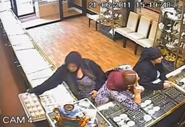 Shoplifters in the UK (3 pics + video)