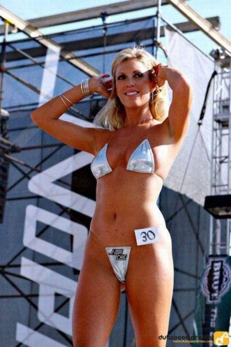 Bikini Contest (70 pics)