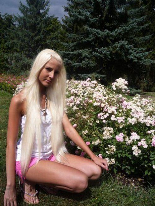 Girl Who Loves Tanning (20 pics)