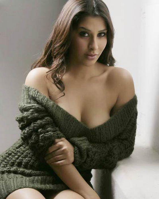 Hot Girls Wearing Sweaters (97 pics)