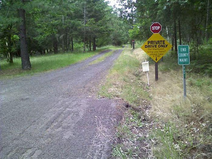 Strange Road Signs (22 pics)