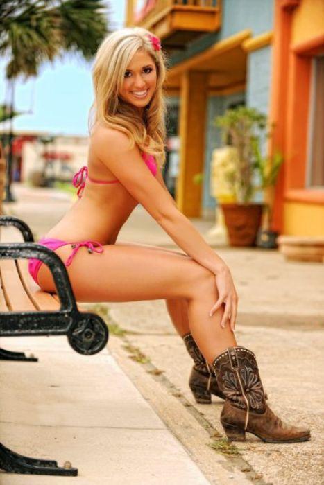 Sexy Cowgirls (22 pics)