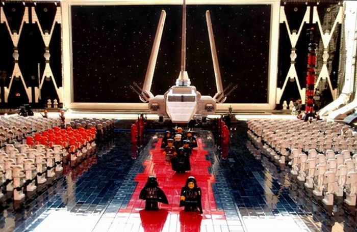 Arrival of the Emperor in Lego (19 pics)